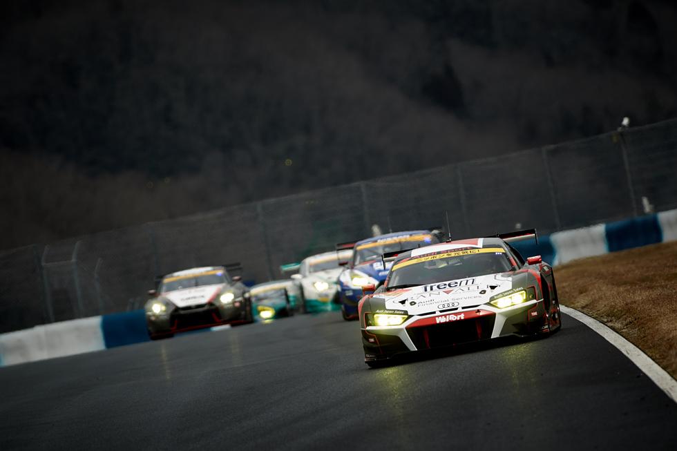 レース光景